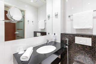 Standard single bathroom, Scandic Atlas