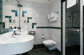 792_Scandic-Stavanger-Park-standard_room-bathroom-.jpg