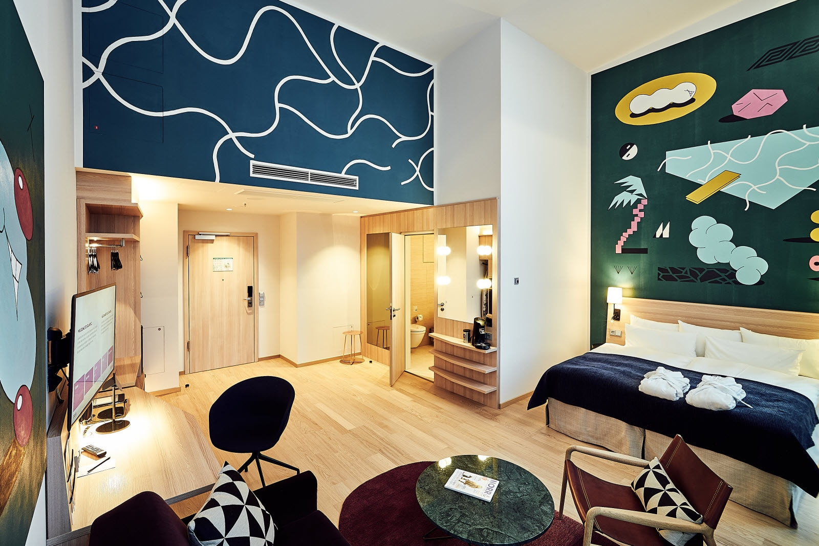 Scandic_Hamburg_Emporio_room_junior_suite_art_room.jpg