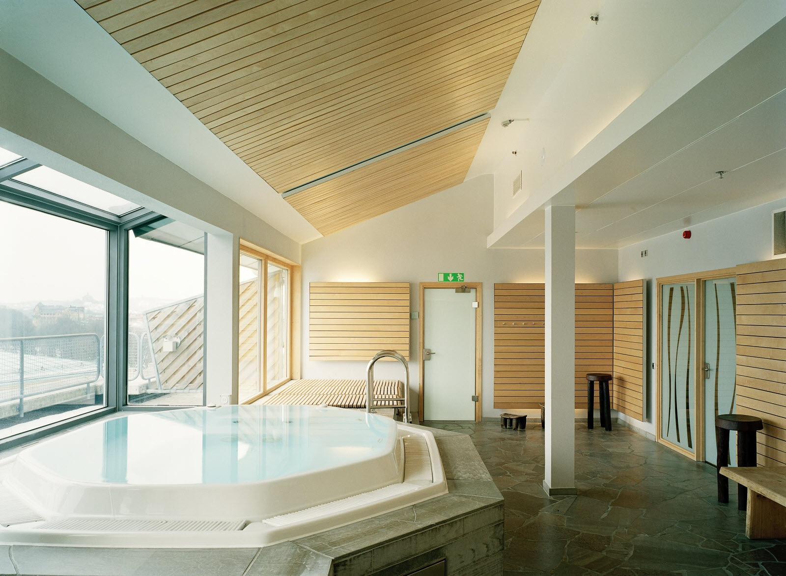 Scandic Crown, Relaxation area with pool