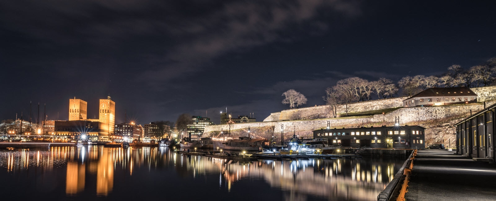 stock-photo-oslo-city-hall-and-akershus-fortress-9.jpg