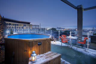 Roof top hot tub