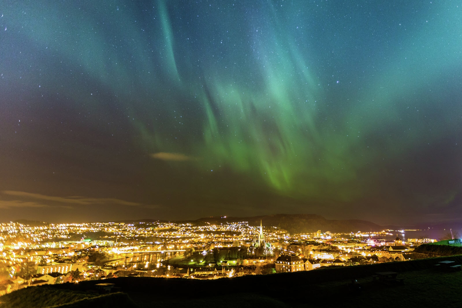 Northern-lights-over-Trondheim-112013-99-0001_2200.jpg