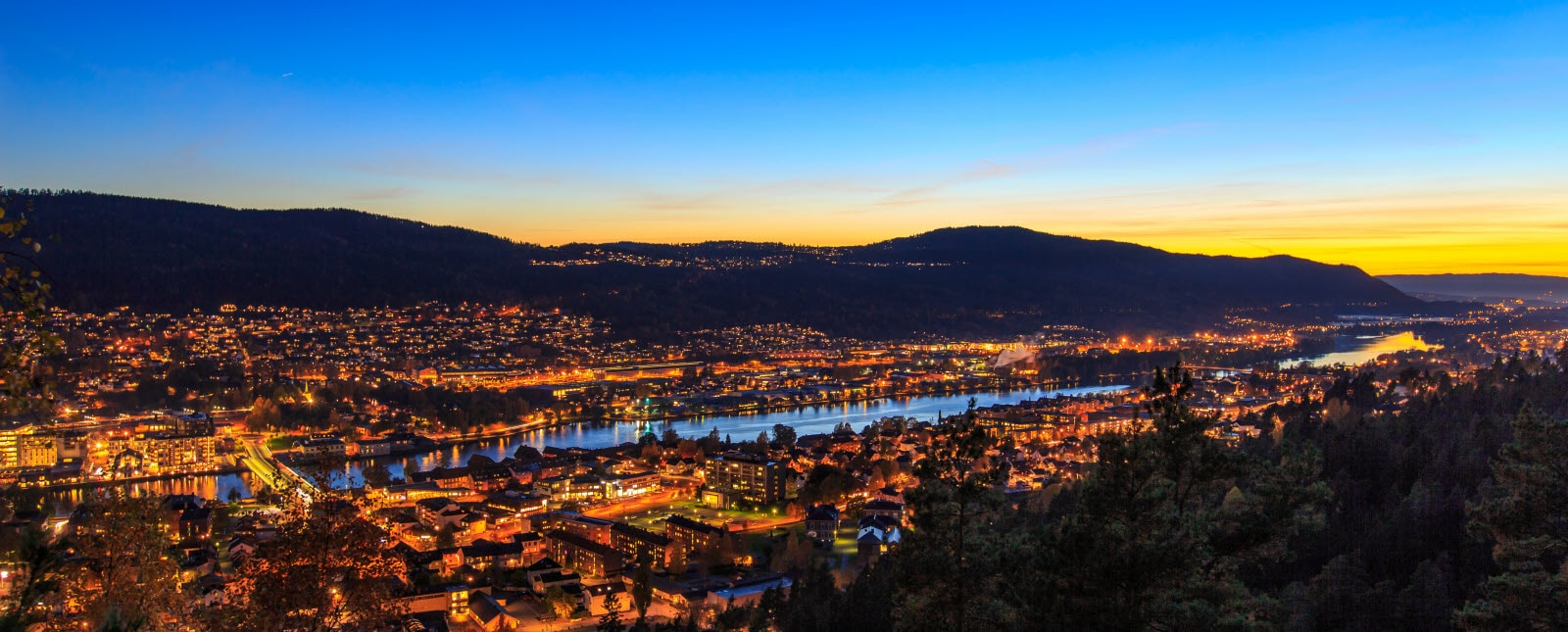stock-photo-sunset-in-drammen-126466495_Eivind_Kvi.jpg