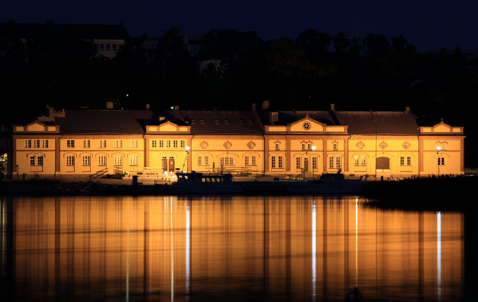 Vaasa_Kuntis_Museum_by_night_PainoVaaka_A-B_Pada.jpg