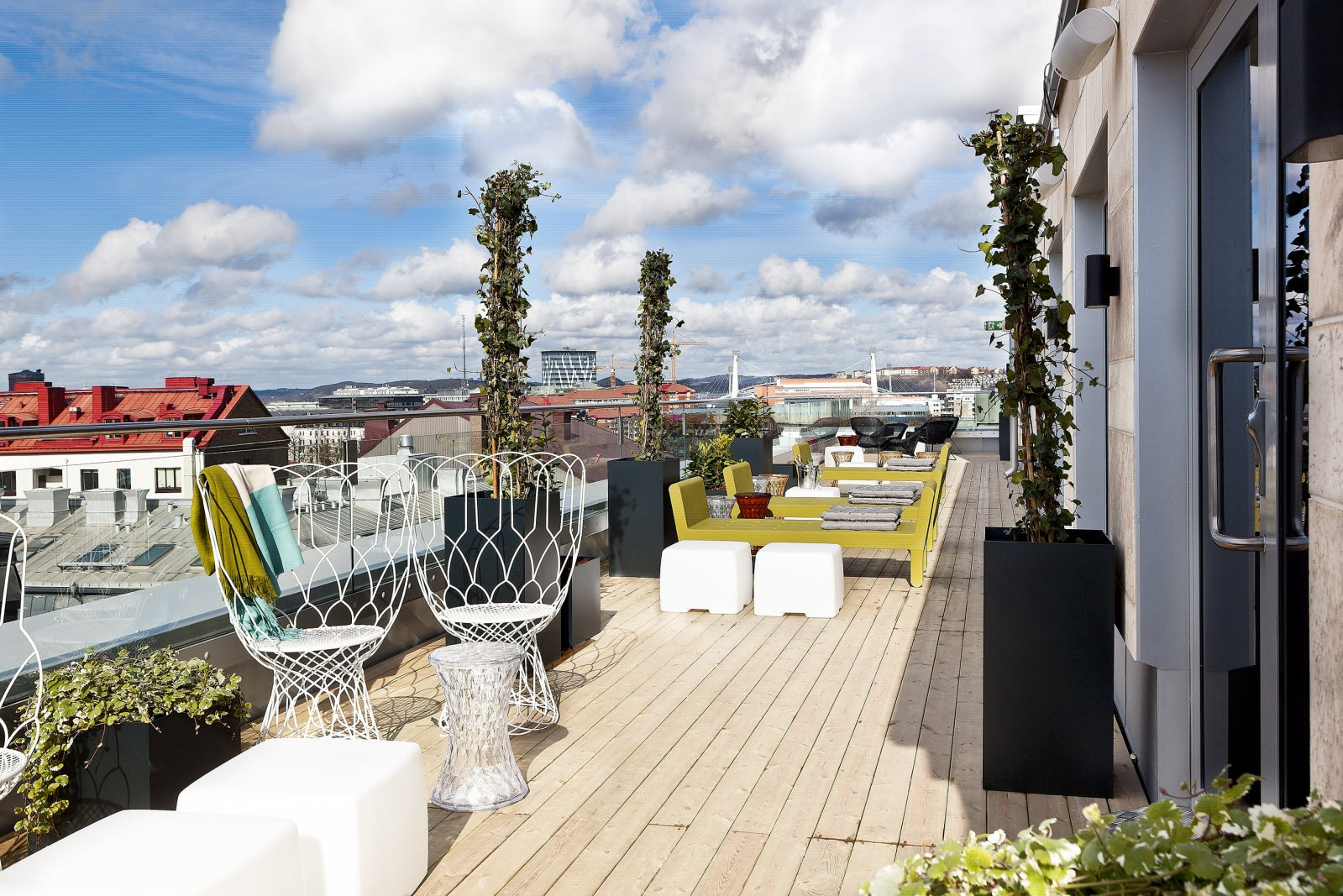 Roof top bar