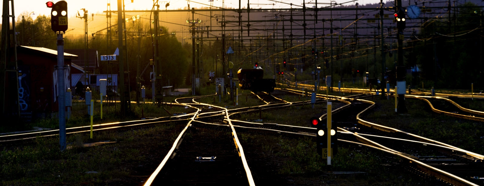 Gallevari-railroad-tracks.jpg